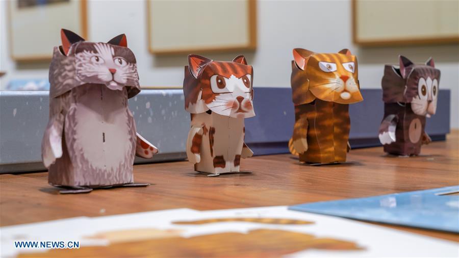 CHINA-FORBIDDEN CITY-ROYAL CAT FAMILY-CULTURAL CREATIONS (CN)