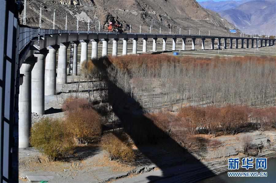 (经济)(1)拉林铁路第二次跨越雅鲁藏布江