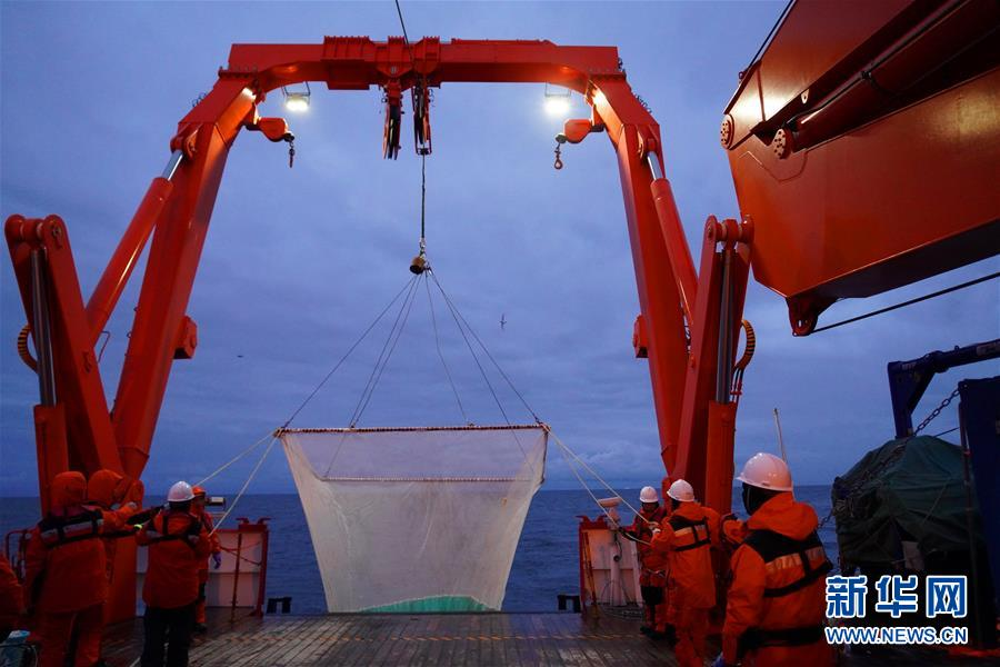 """(""""雪龍""""探南極·圖文互動)(1)中國南極考察隊首次在宇航員海展開綜合科考"""