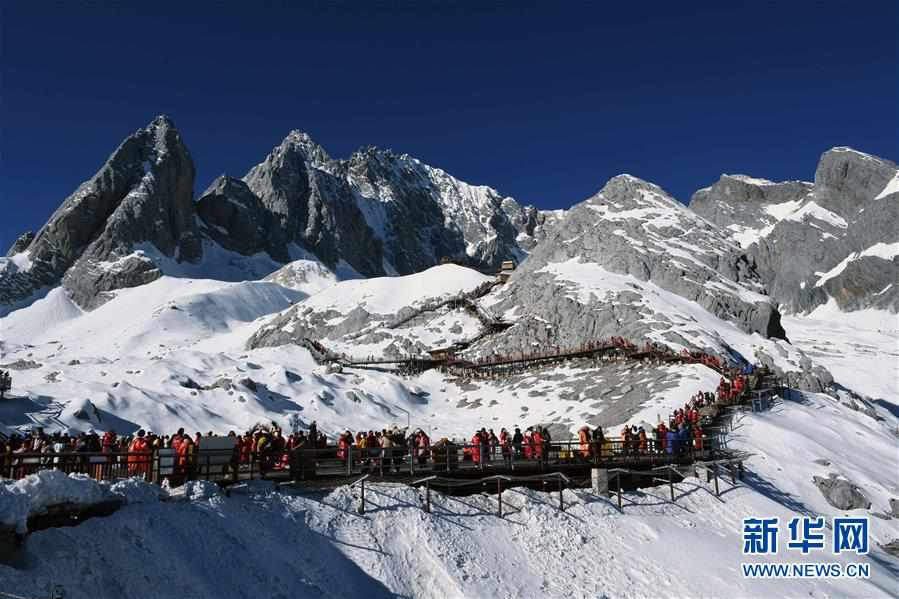 (環境)(1)雲南麗江:玉龍雪山景色壯美
