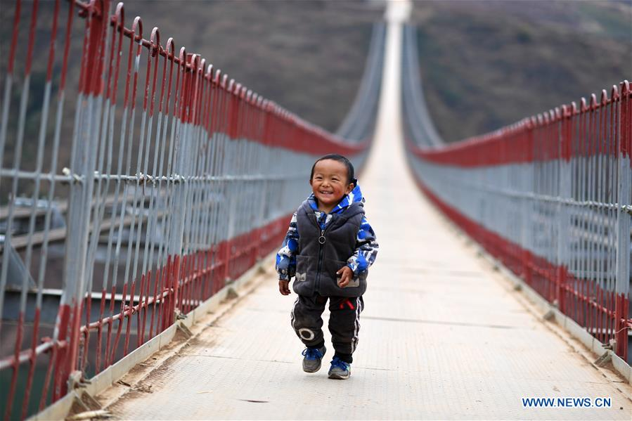 Local government replaces cableway with bridge along Niulan River in SW China