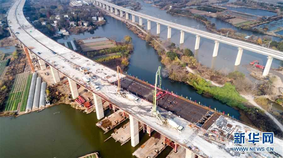 (經濟)(1)商合杭鐵路蕪湖長江公鐵大橋公路主線橋全面貫通