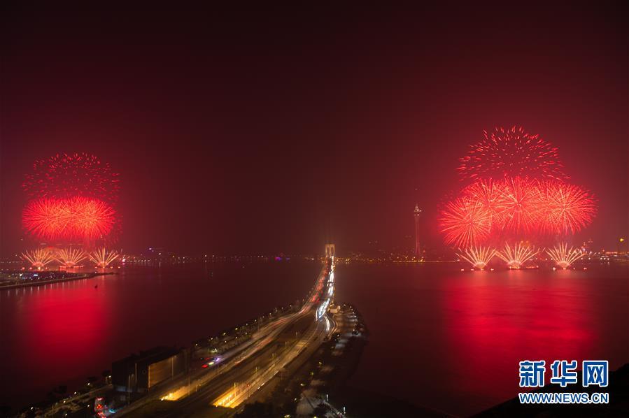 (澳門回歸20周年)(7)澳門與珠海首次聯合舉行煙花匯演慶祝澳門回歸20周年