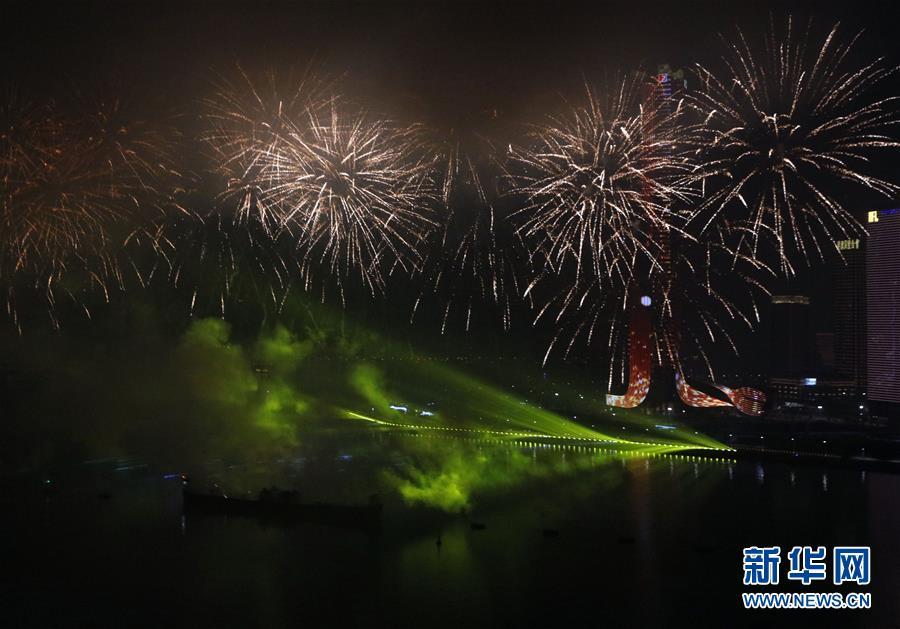 (澳門回歸20周年)(8)澳門與珠海首次聯合舉行煙花匯演慶祝澳門回歸20周年