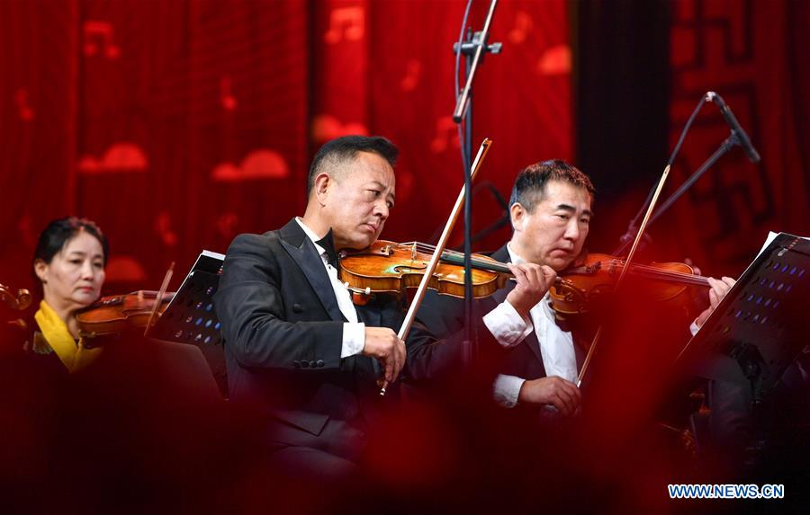 New Year concert held in Lhasa, China's Tibet