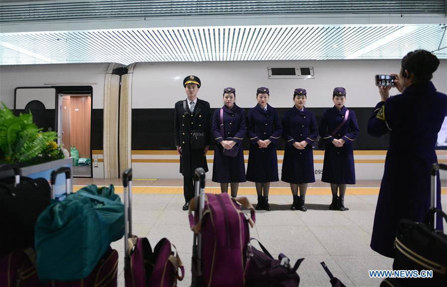 CHINA-HEFEI-SPRING FESTIVAL-TRAVEL RUSH-SERVICE STAFF-POST-2000S (CN)