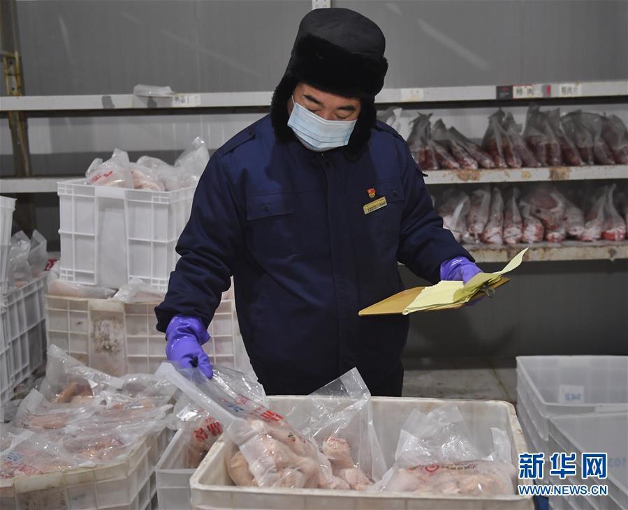 """(社会)(1)高铁盒饭的幕后――春运里的""""冷冻人"""""""