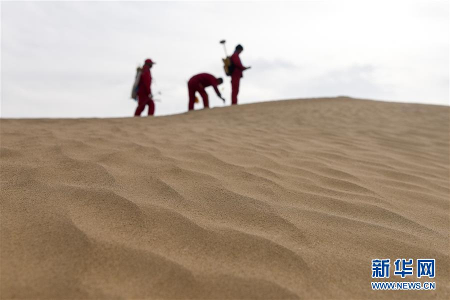 """(新春走基層·圖片故事)(10)走進""""死亡之海"""":探訪給地球做""""CT""""的物探人"""