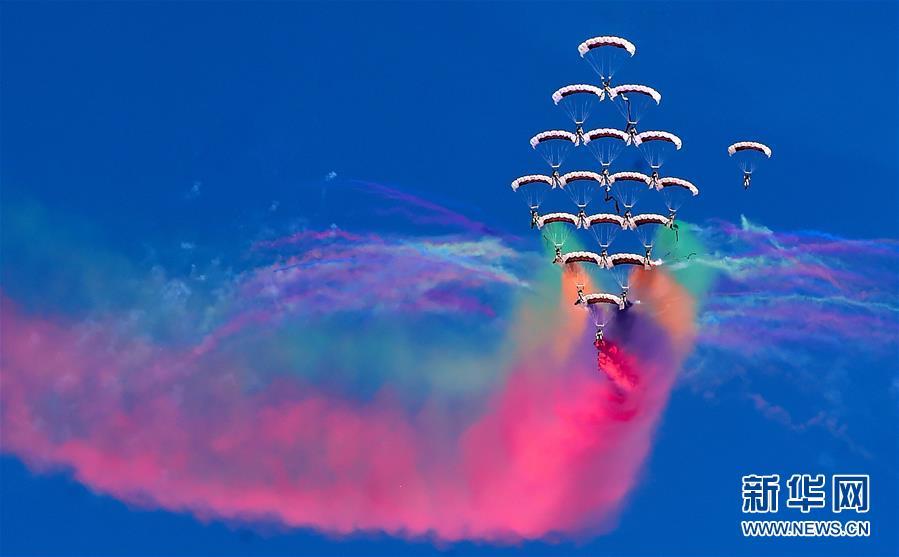 (国际)(1)科威特举办第二届航空展