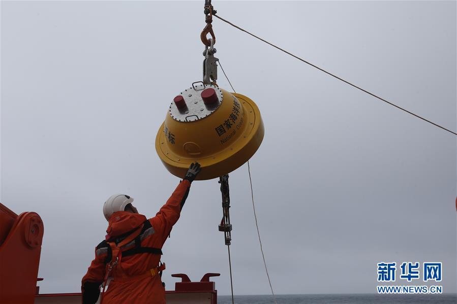 """(""""雪龙""""探南极・图文互动)(1)中国南极考察队在西风带布放2套浮标"""