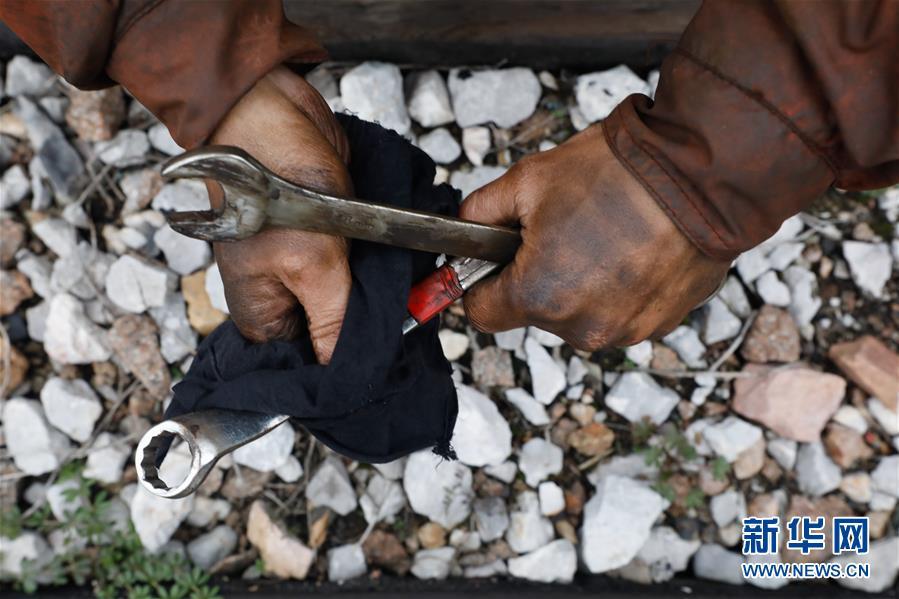 """(聚焦疫情防控)(9)江西:铁路上的""""巡检大篷车"""""""