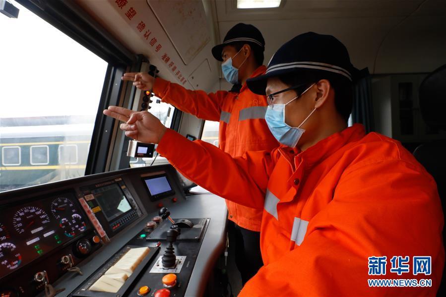 """(聚焦疫情防控)(1)江西:铁路上的""""巡检大篷车"""""""