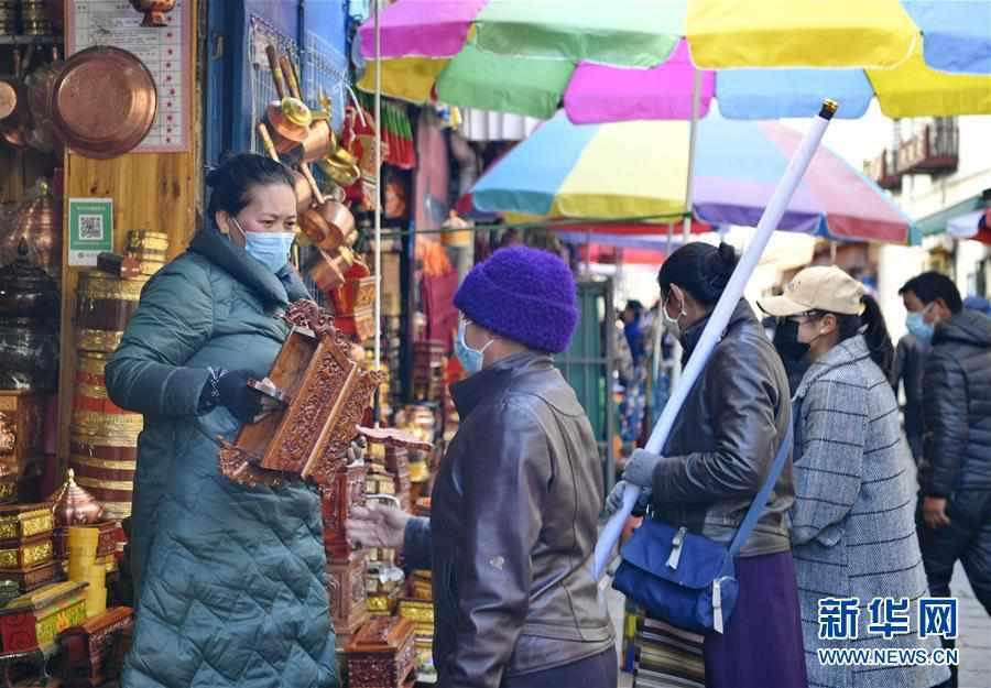 """(社会)(1)西藏:""""日光城""""里备新年"""