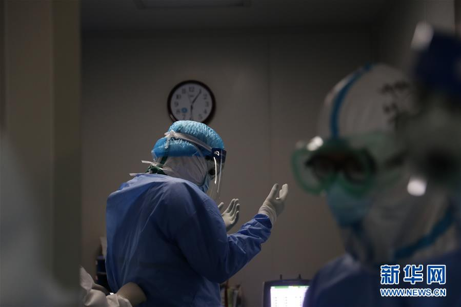 #(聚焦疫情防控)(3)武汉:多地医生联手抢救危重新冠肺炎患者