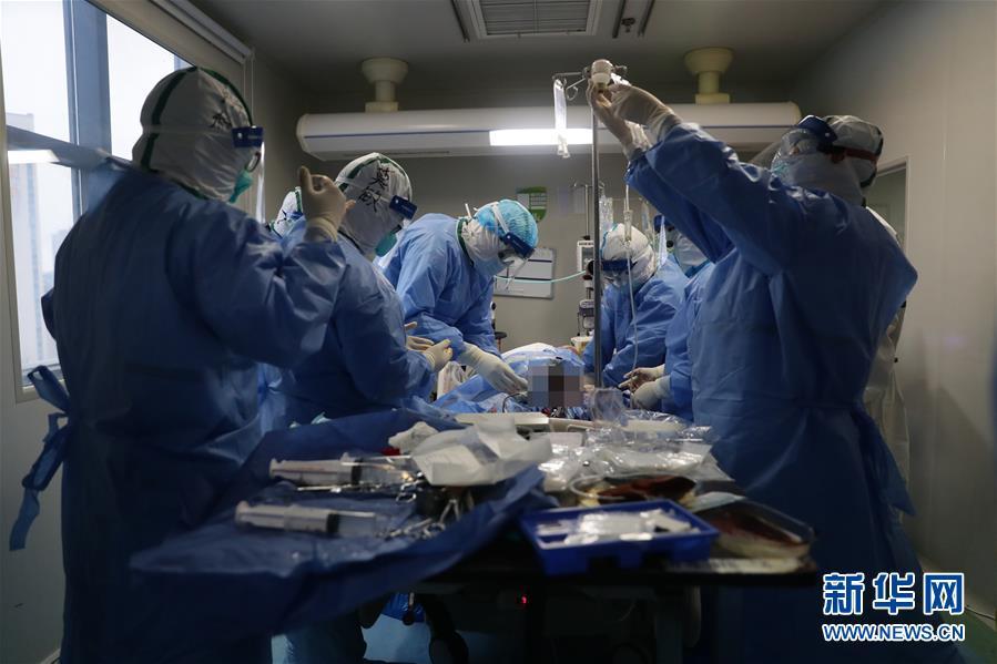 #(聚焦疫情防控)(6)武汉:多地医生联手抢救危重新冠肺炎患者