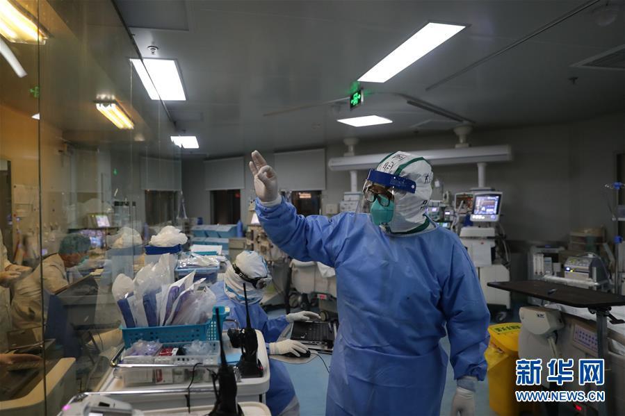 #(聚焦疫情防控)(7)武汉:多地医生联手抢救危重新冠肺炎患者