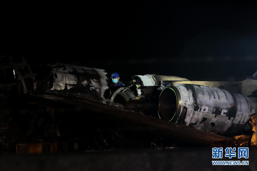 菲律宾一架小型飞机坠毁致8人死亡