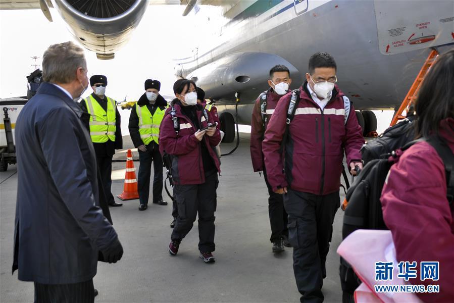 (国际)中国政府赴俄罗斯抗疫医疗专家组抵达莫斯科
