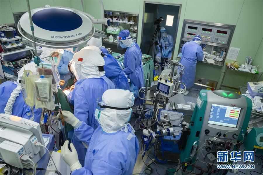 (聚焦疫情防控)(1)73天ECMO輔助治療的新冠肺炎核酸轉陰患者經雙肺移植后重啟呼吸