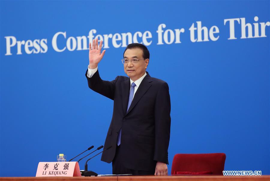 In pics: Chinese premier meets press