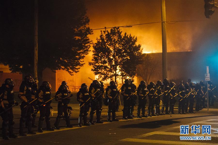 (国际)(1)美国明尼苏达州部分城市实施宵禁