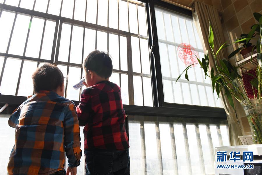 """(镜观中国)(3) 童年记""""疫"""" 别样成长"""
