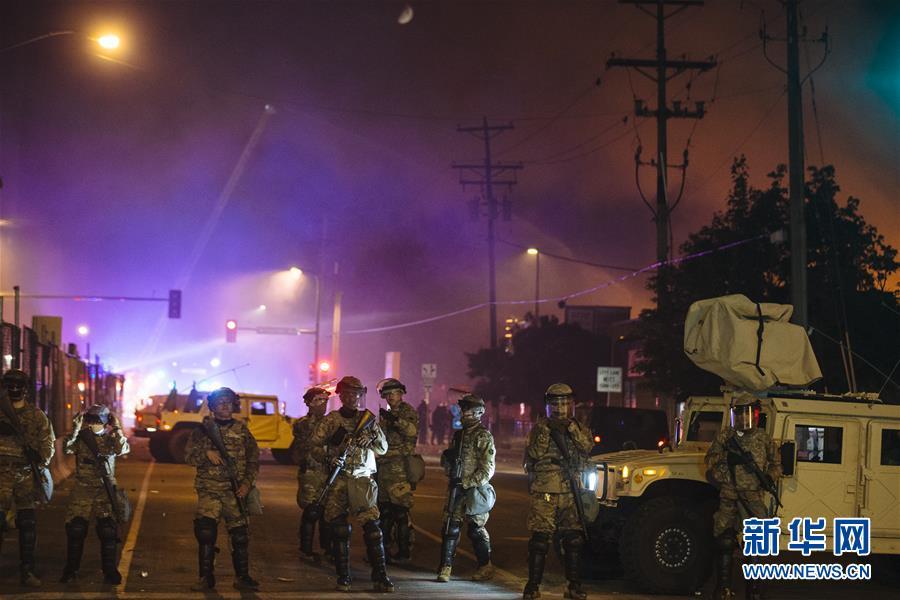 (国际)(1)美国明尼苏达州国民警卫队协助警察恢复秩序