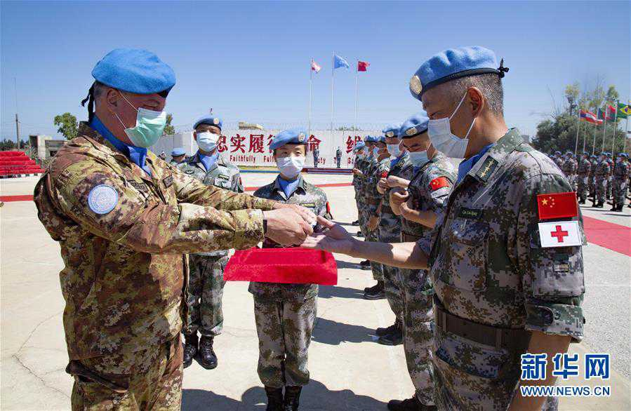 (国际)(1)中国赴黎巴嫩维和官兵被授予联合国勋章