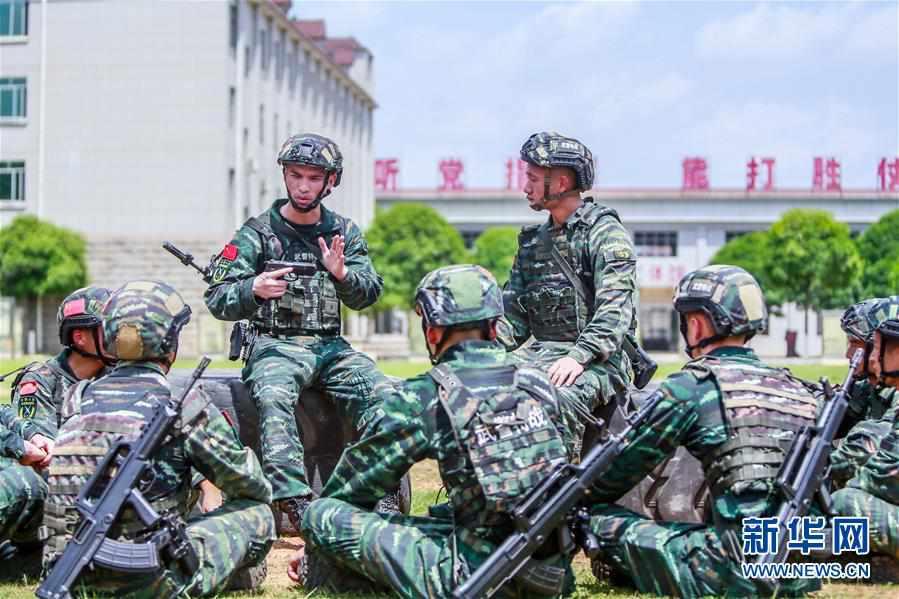 (图文互动)(1)袁木轩:争当一名能打仗的优秀军人