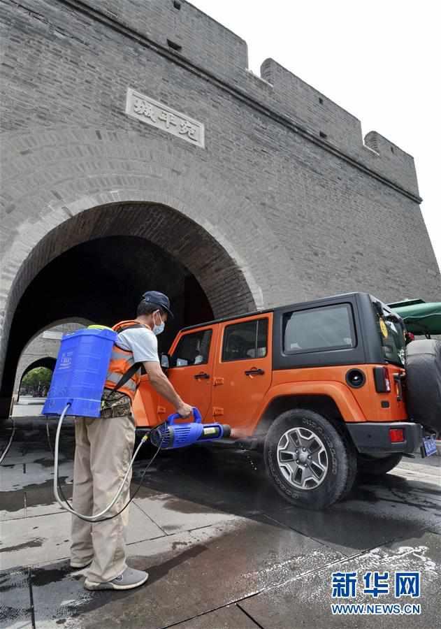 (聚焦疫情防控)(1)北京丰台:开展环境消毒 保障市民安全