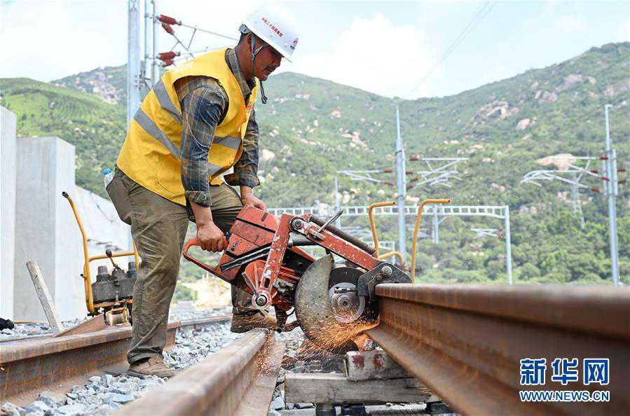(经济)(1)福平铁路全线铺轨贯通
