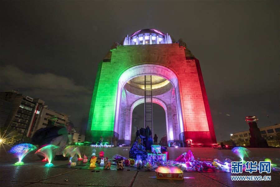 """(国际)(1)墨西哥城点亮""""国旗色"""" 准备迎接独立纪念日"""