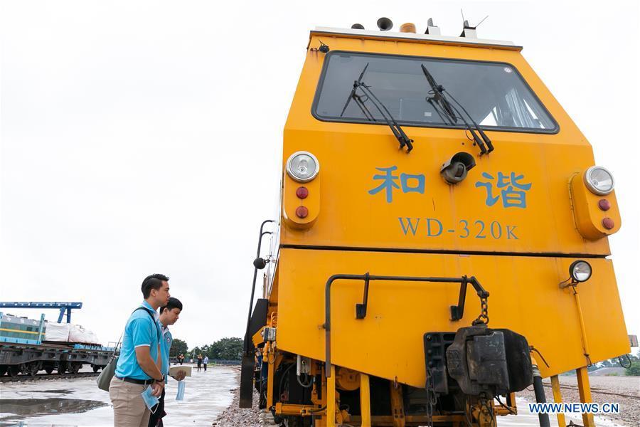 LAOS-VIENTIANE-CHINA-RAILWAY-TRAINEE-VISIT
