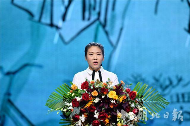 4天3夜骑行300公里回武汉她的故事再次令人泪奔