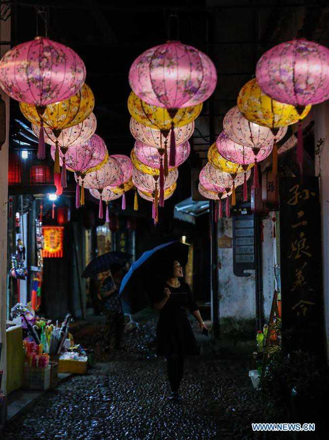 CHINA-ZHEJIANG-ANCIENT TOWN-TEMPLE FAIR (CN)