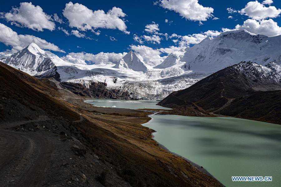 Scenery of Sapukonglagabo Mountain in Biru County, Tibet