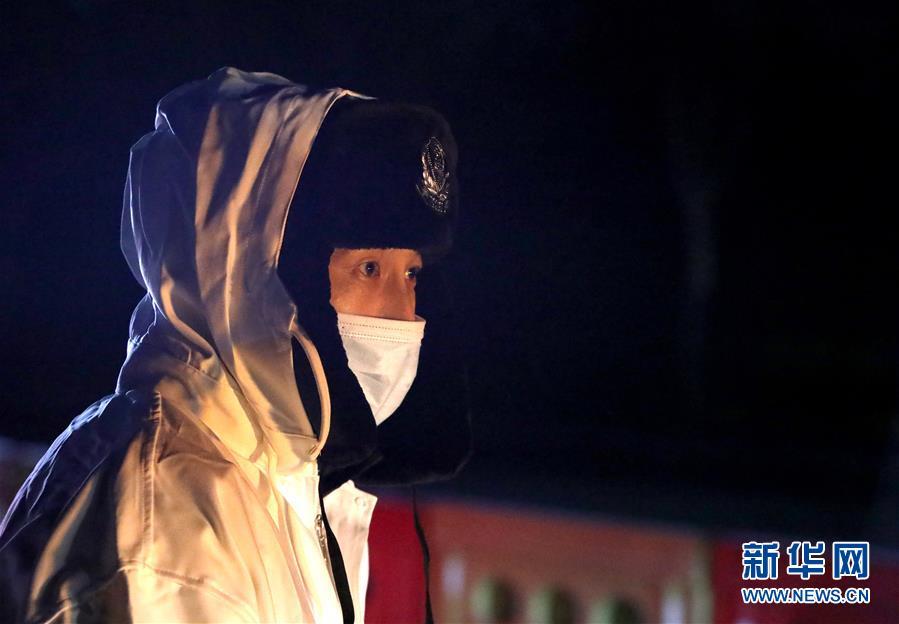 (聚焦疫情防控)(1)石家庄民警:寒风中的坚守
