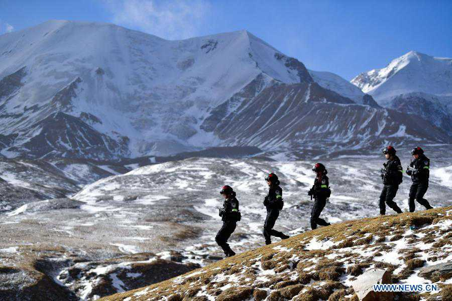 Special policewomen participate in training on plateau in Qinghai