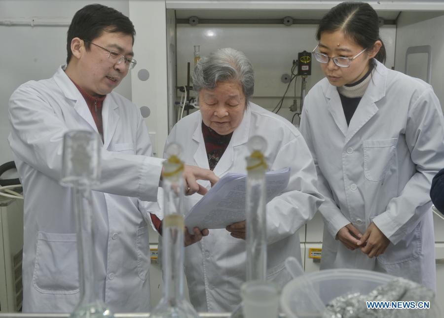 Pic story: Chinese professor engaged in field of phosphorus chemical engineering