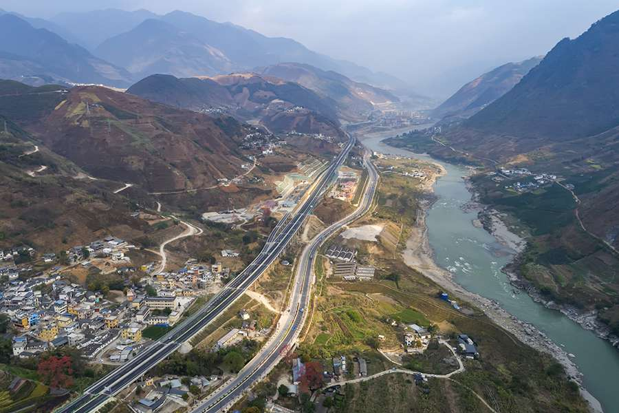 Expressways drive China into a prosperous future