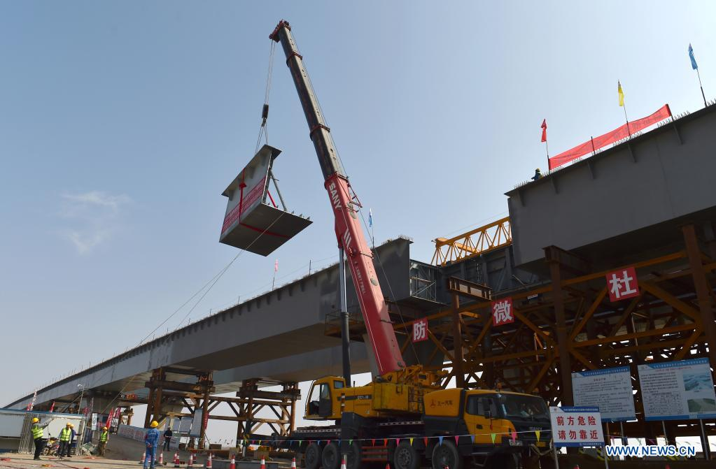 Zhenluo Yellow River Bridge of Wuhai-Maqin expressway finishes final stage for closure
