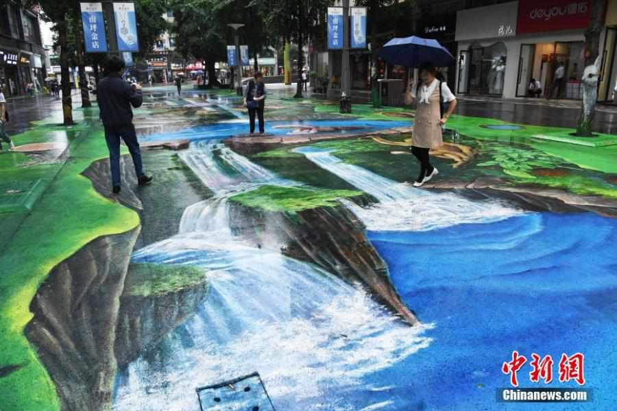 Nature themed 3D pavement paintings displayed in Chongqing