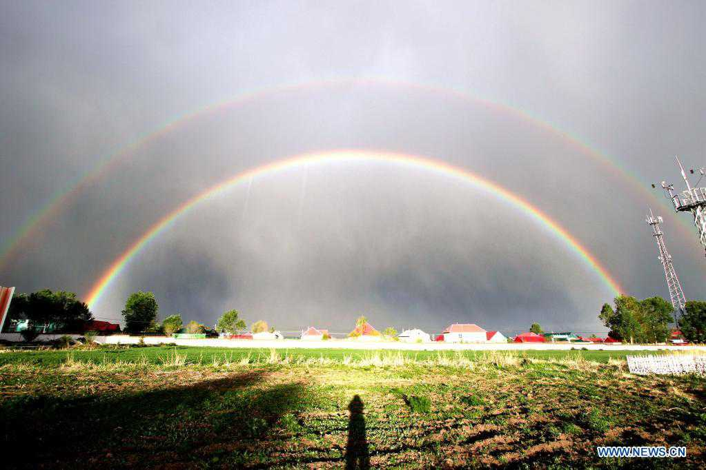 Xinjiang meteorological workers strive for rainbow forecast accuracy