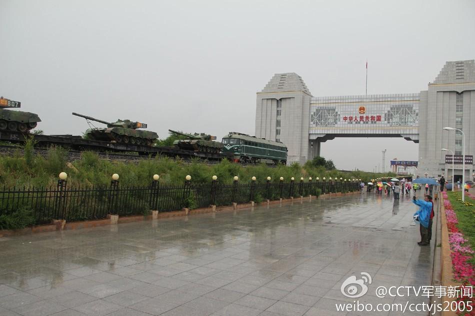 解放军4辆96A赴俄参加坦克大战