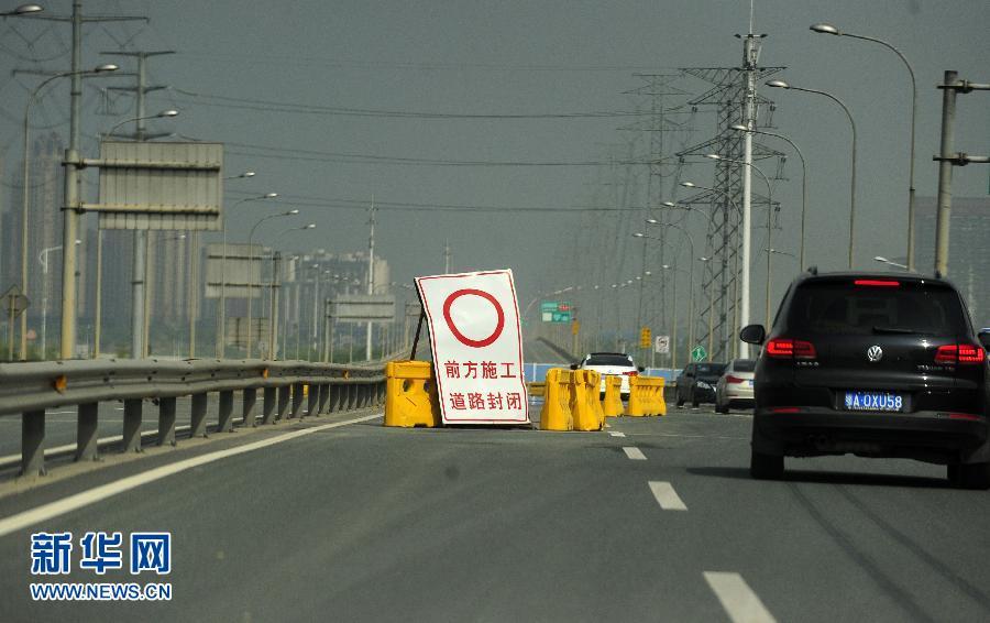 武汉白沙洲大桥突现1米破洞 10年间曾大修24