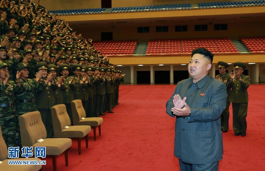 金正恩同朝鲜人民军空降兵部队军人合影