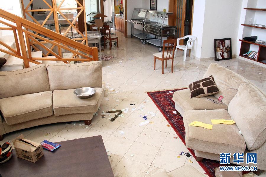 8月31日,在利比亚首都的黎波里美国大使馆内,垃圾散落一地。