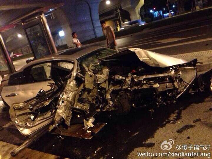 深夜成都街头百万玛莎拉蒂三连撞 事故原因正在调查