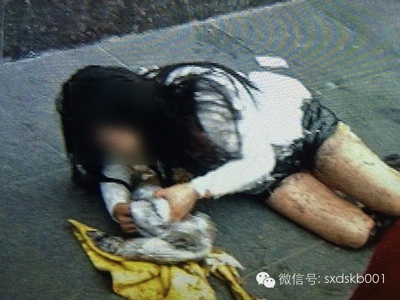 西安一女子当街被泼硫酸