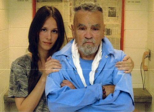 26岁美女爱上80岁杀人魔两人将在狱中结婚(图)